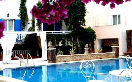 Summer Holiday by Atalos Suites, Kamari, Grecja